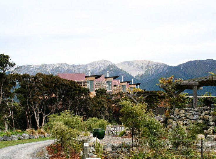 Все дети любят устраивать «домики»: под столами, стульями, одеялами, в кустах и во дворах. Воплощая в жизнь детские фантазии, архитектор уникального гостиничного комплекса «Хапуку Лодж» пошел еще дальше и соорудил роскошные современные апартаменты экстра-класса … на деревьях.  Ahipara Luxury Travel New Zealand #новаязеландия #южныйостров #отдых #гостиница