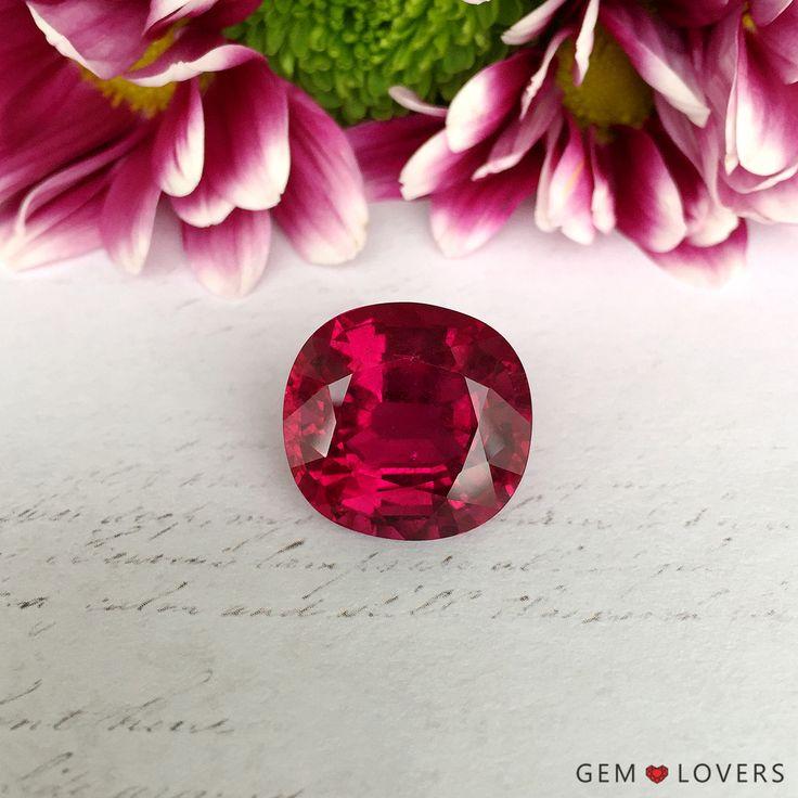 Редчайшая возможность полюбоваться уникальным турмалином-рубеллитом массой более 20 карат есть у наших любимых клиентов. Роскошный пурпурно-розовый цвет, словно дивное варенье из лепестков роз. Происхождение: Нигерия Единственный экземпляр в наличии!  ✒WA/Telegram/Direct/Viber +7-925-390-20-52 +7-800-555-22-86  publice@gemlovers.ru  #rubellite #rubellites #pinktourmaline #tourmalinered #tourmalinepink #redrubellite #rubellitestone #rubellitejewelry #rubellitering #redtourmaline #рубеллит…