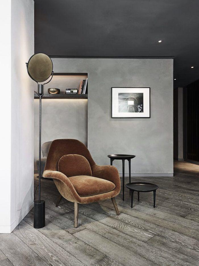 BRĄŻ, miękki aksamit, surowa, szara ściana, drewnana podłoga..., nowy minimalizm?
