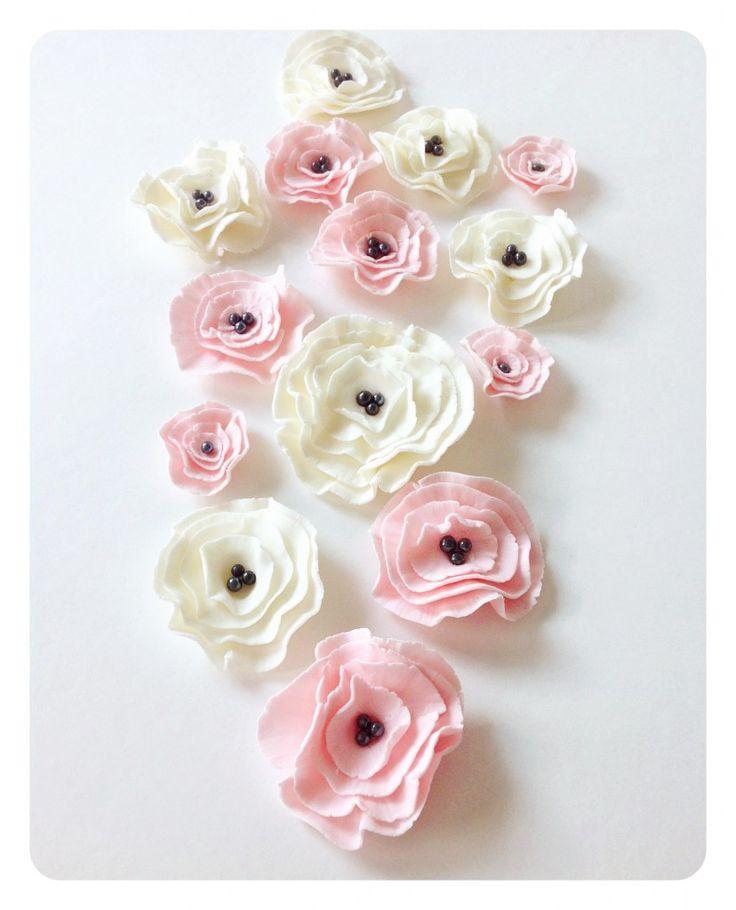 Marshmallow fondant flowers! So cute!