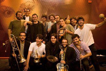 """Fundada em 2005, a experiência musical do Projeto Coisa Fina funde o jazz ao baião, o maracatu ao samba. A big band, dentro da programação """"Movimento Elefantes"""", sobe ao palco do Teatro da Vila nesta segunda, 23, às 21h."""