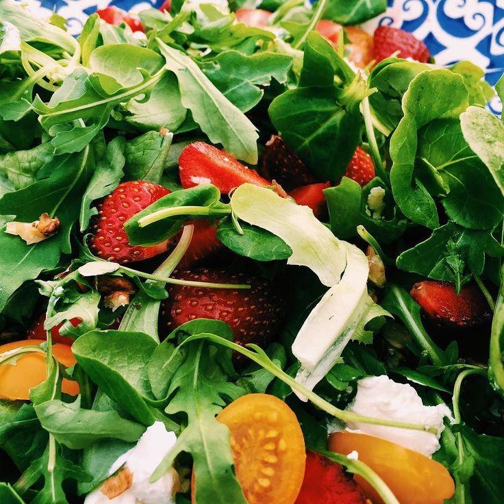 Zdrowa sałatka do potraw z grilla #grill #broilkingpl #broilking #broilkingbbq #broilkingpolska #vsco #vscocam #ruccola #cherrytomatoes #eathealthy #eatclean #jemzdrowo #instamood #foodporn #instafood #grillowanie #green #veggies #healthy #gassgrill
