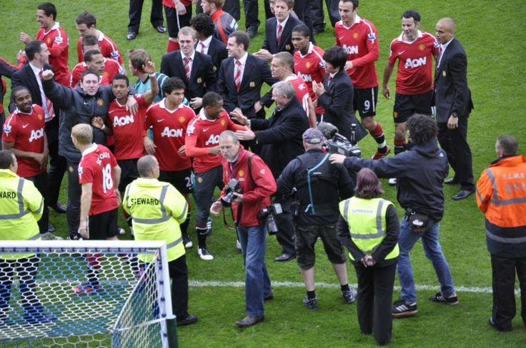 United celebrate winning the 2011 Premier League title at Blackburn Rovers