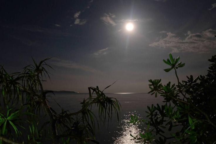 Speechless for the fullmoon  #nofilter .  #traveling #me #fullmoon #moon #beach #islandlife #island #fujifilm #fujifilm_id #photo #magic #magician #beautiful #fullmoon