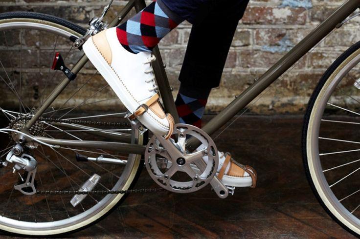 Oliver Sweeney Compass    Kifejezetten városi kerékpározáshoz, a hétköznapi életben is sportosan elegáns kozmopolitáknak készültek az Oliver Sweeney legújabb bőrcipői. A teljes cikk még több cool fotóval >>> www.woohooo.hu/stilus/divat/oliver-sweeney-compass-luxus-ferfi-cipok