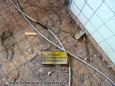 Verlassene Gebäude in Kurt-Schumacher-Damm ~ Berlin du bist wunderbar-unbekannte Orte und Streetart in Hauptstadt