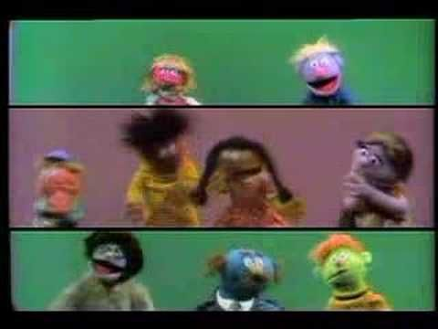 Doen - vooraf proberen maar niet door elkaar. This is a fun example of hand-clapping and body percussion. Thank you, Sesame Street, for filming this over thirty years ago.