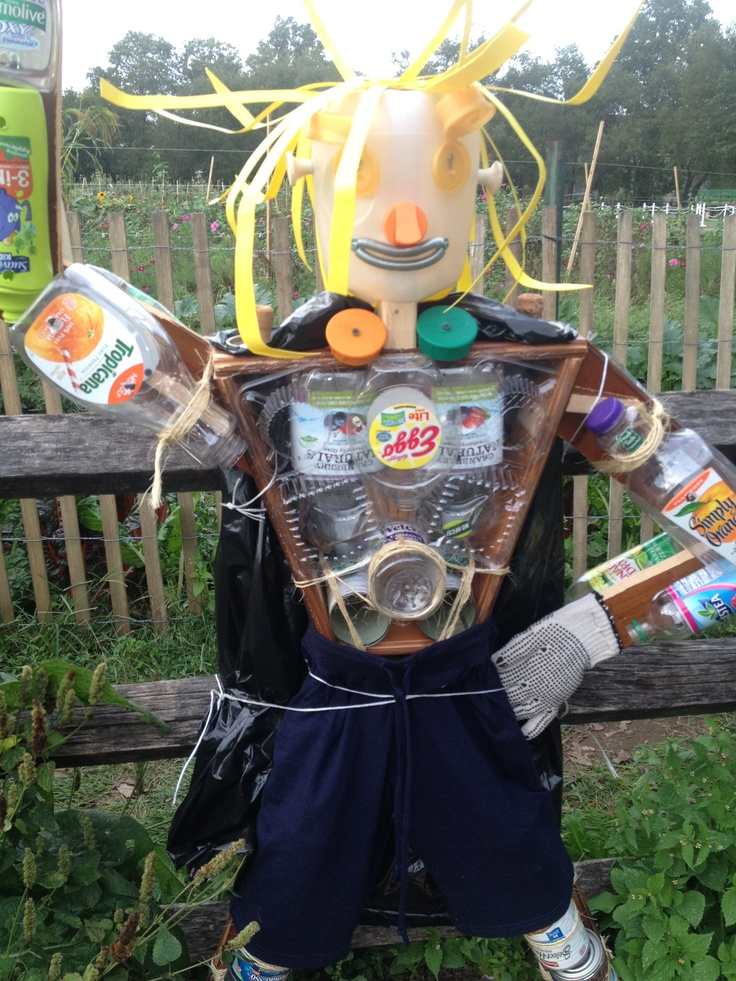 8 best images about recycled scarecrows on pinterest for Garden made of waste material