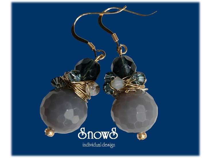 Navy and grey glass pearls wrapped with golden wire and sparkly glass pearls.