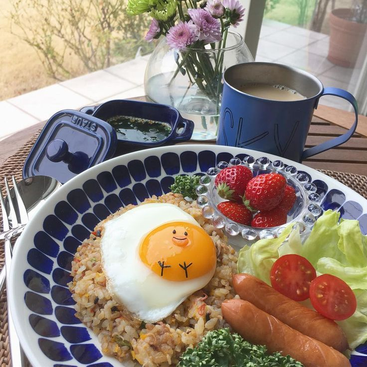 Sunny side up chick on fried rice🐥 * Making fried rice is the best way to get all the use out of left over rice😁👍🏻🍚 *  ひよこ目玉焼きチャーハン🐥 * おはようございま〜す!久々に朝ごはん写真📷 * 冷やご飯🍚が冷蔵庫に溜まりすぎてしまったので、炒飯にして大量放出中‼️👍🏻 * #cooking #instafood #foodstagram #igersjp #friedrice #chick #easter #breakfast #iittala #朝ごはん #キャラプレート #イースター #炒飯 #クッキングラム #春の食卓はじめました #デリスタグラマー #料理 #おうちごはん #暮らし #おうちカフェ