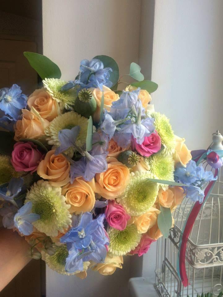 Bouquet of roses, delphinium and germini by ROSMARINO / Kytice z růží, delphinia a germini