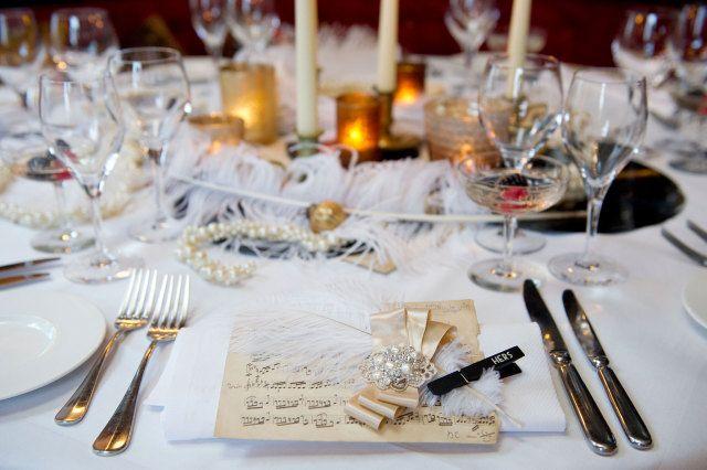 #diner #tafeldecoratie #styled #shoot #vintage #trouwen #bruiloft #inspiratie #luxe #elegantie #Enzoani #wedding #inspiration Even terug in de tijd met deze styled shoot jaren 20 | ThePerfectWedding.nl | Fotocredit: Els Korsten Fotografie
