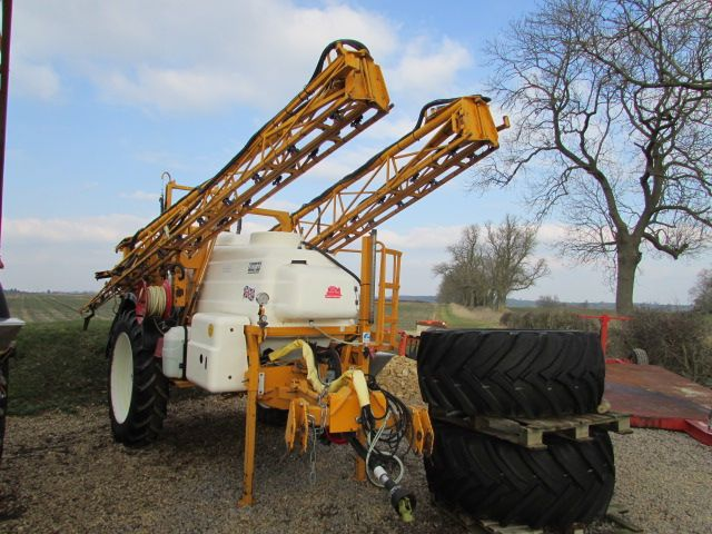 For sale KNIGHT EU 3000 litre, 24 metre trailed sprayer, 13.6 x 38 tyres and 600/60 - 30.5 Trelleborg tyres, wash down kit, excellent condition from Fen farm,.  To find out more go to https://www.agri-linc.com/knight-eu-3000-litre-24-metre-trailed-sprayer.html