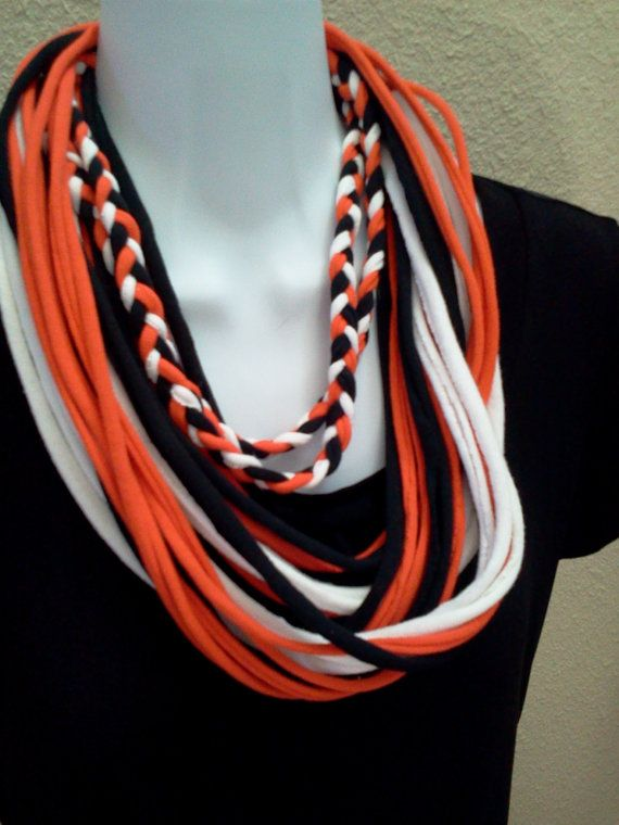 Idea for recycled T-shirt scarf combining braided piece and plain