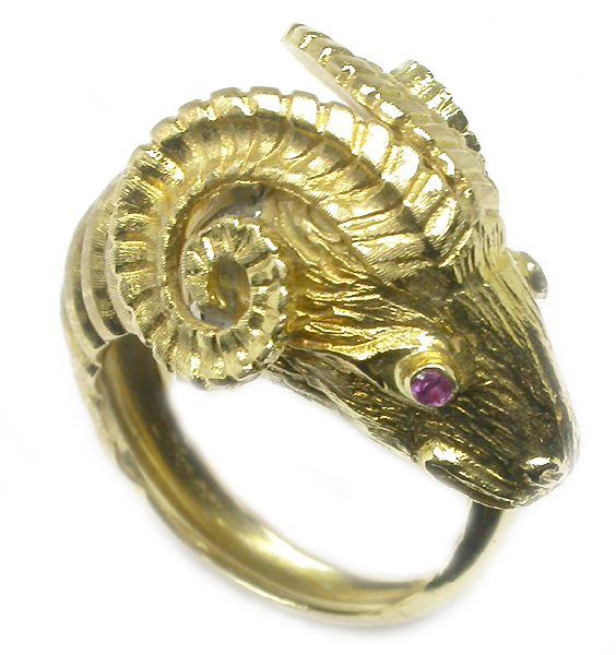 Zolotas 18k Yellow Gold Ring | New York Estate Jewelry | Israel Rose    newyorkestatejewelry.com Size 5.5  $1,600 approx £1,000