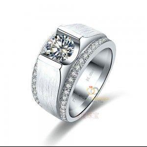 Cincin Kawin Serena menghadirkan desain yang deluxe dengan taburan batu zircon disekeliling cincin. Finishing doff menjadikan cincin nampak mewah namun tidak berlebihan. Tangan terampil pengrajin perak Kotagedhe membuatcincin tampil rapi meskipun dengan detil yang rumit. Bungkus cincin Serena ini sebagai bingkisan untuk orang tersayang atau segera pesan untuk menambah koleksi pribadi anda. Spesifikasi cincin …