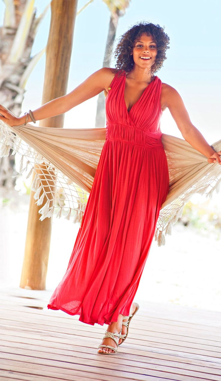 Ready to cruise? Shop for beautiful cruise dresses from this large selection from Simply Dresses that will make packing a breeze. Choose beautiful short cruise dresses, maxi dresses, and even a formal dress or two for romantic evenings full of dinner and dancing.