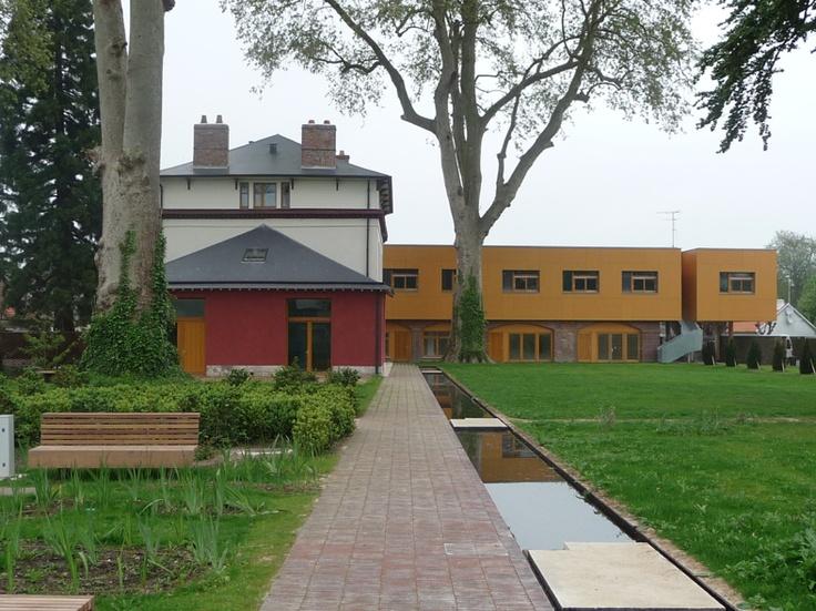 La résidence d'artistes Villa Calderón se présente comme un lieu d'accueil favorisant la diffusion, l'émergence de créations originales, l'expérimentation, les rencontres, et une passerelle sur l'extérieur, la ville, le(s) public(s).