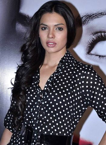 What connects Sara Loren to Indian roots!