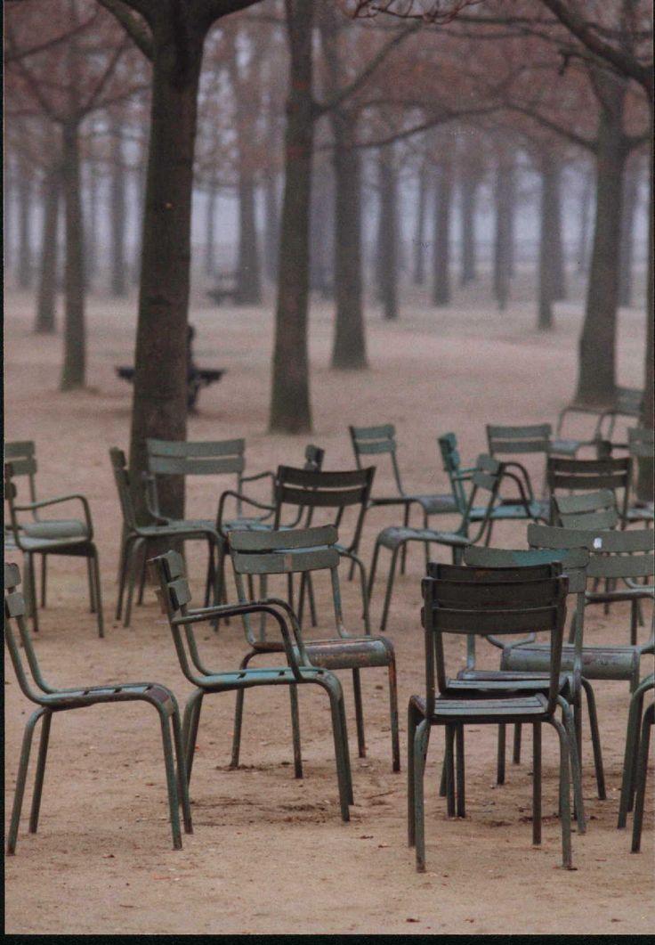 Niets relaxter dan een boekje lezen op zo'n stoel in de jardin Luxembourg.