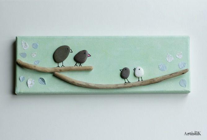 Tableau rectangulaire galets oiseaux bois flotté fond vert touches de blanc et bleu