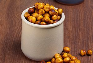 Roasted Chic Peas... Add paprika, onion, sea salt, garlic, cayenne. Alternative to processed salted nuts.
