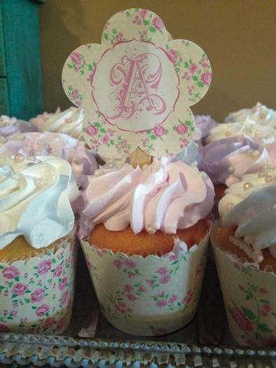 Shabby Chic Graduation Party: Graduation Cupcakes