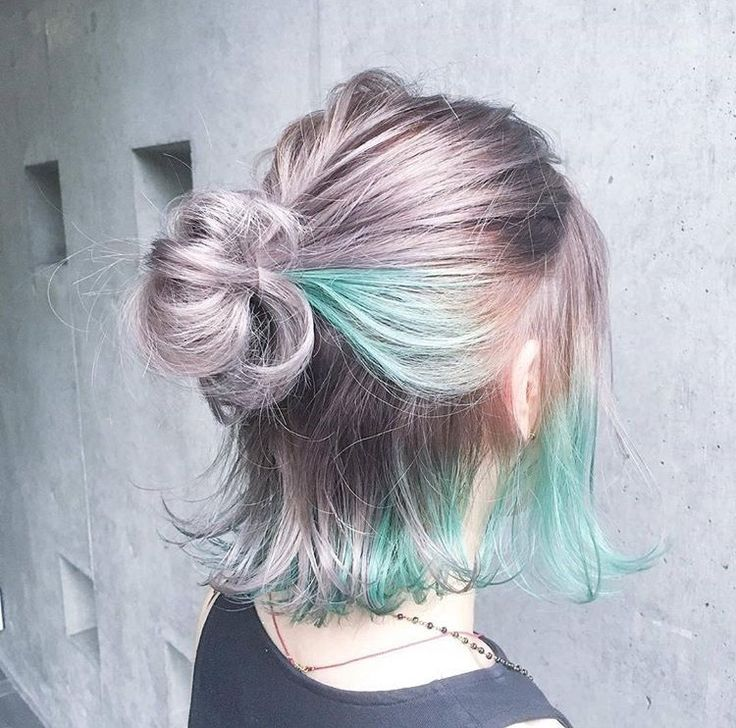 This, but normal hair color and dark blue dipped