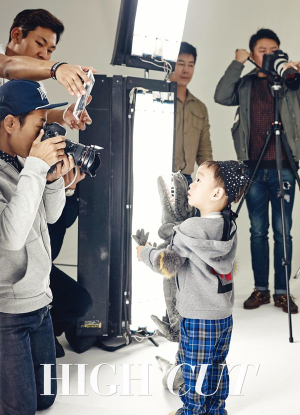 High Cut Reveals Adorable Behind-the-Scenes Cuts of #SongIlKook and #SongTriplets #DaehanMingukManse #SongDaehan