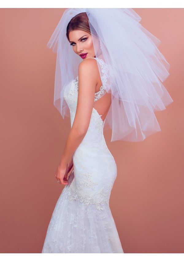 Sabrina is a stylish wedding dress. This mermaid dress plays with the delicate lace and the see-through insertions in oreder to create a tall figure and a strong, unforgettable look.