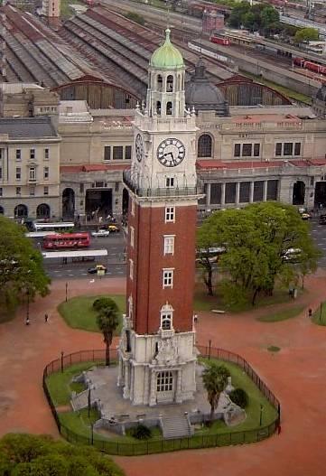 La Torre de los Ingleses, frente a la estación de trenes de Retiro, Buenos Aires, Argentina
