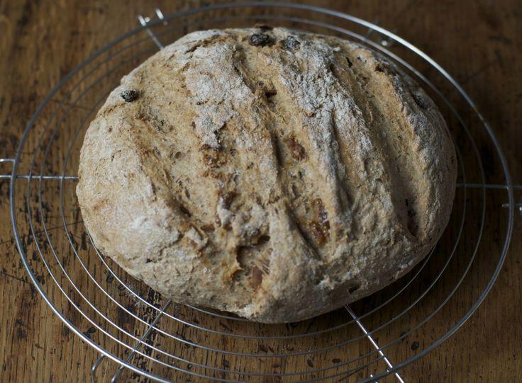 fig and raisin homemade whole bread - pane integrale con uvetta e fichi - vegan and healthy