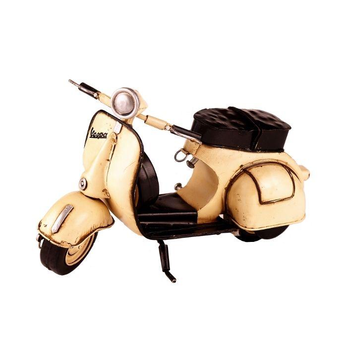 Fotografia de producto para tienda online de decoracion D'Silvia. Moto miniatura Vespa vintage