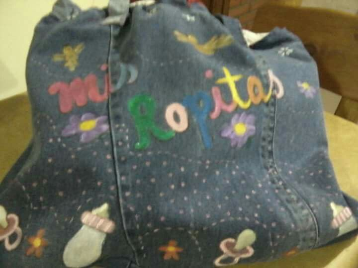 Bolso de jean, para bebé reciclado y pintado a mano.