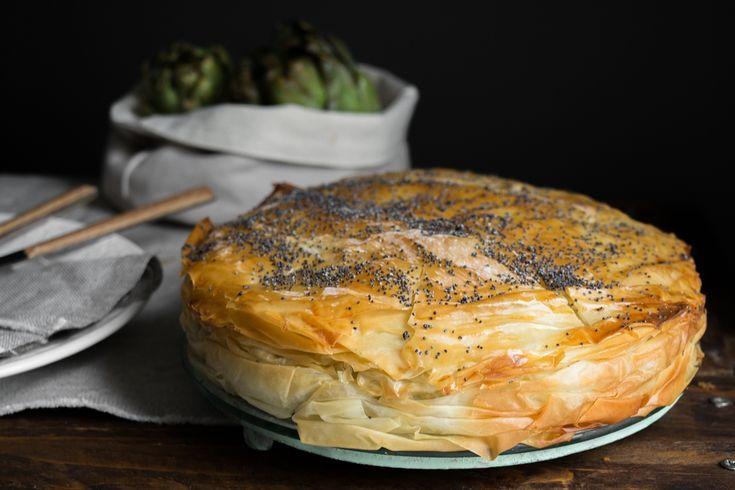 Η αγκιναρόπιτα είναι μια διαφορετική πίτα από τις συνηθισμένες, αν σου αρέσουν οι αγκινάρες σίγουρα έχει ενδιαφέρον να την δοκιμάσεις!