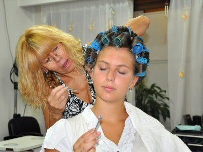 123 best coiffure montage de bigoudis images on pinterest for Salon de coiffure sexy