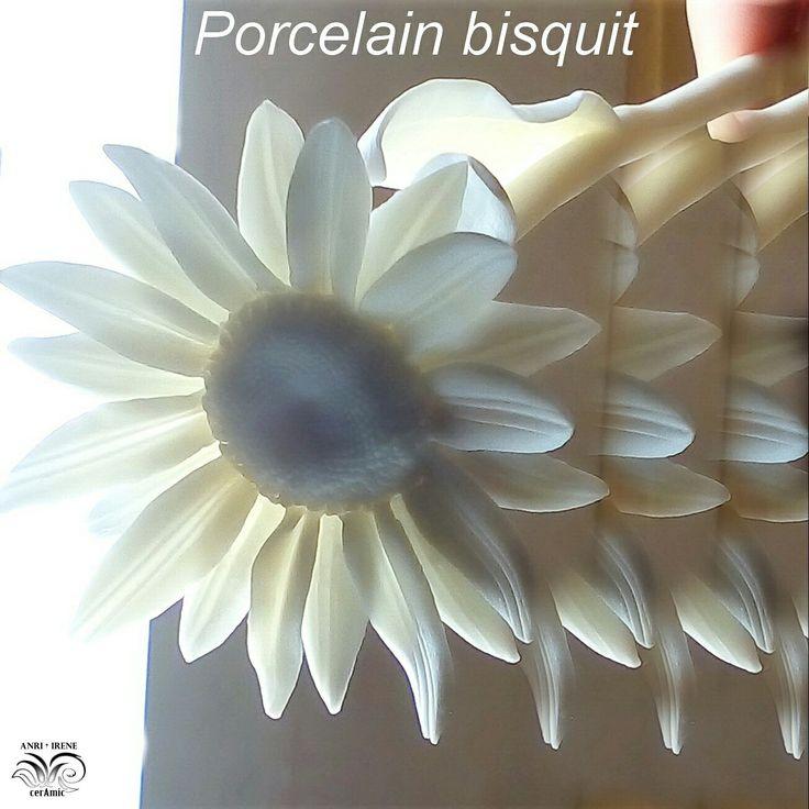 Porcelain ceramic daisy