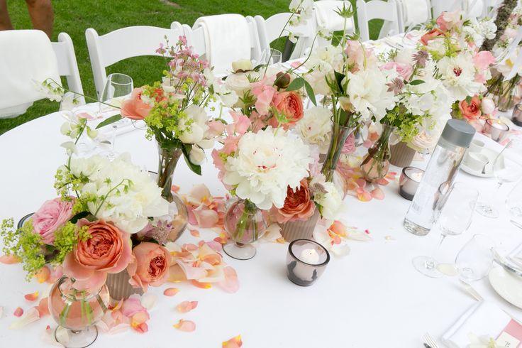 Table decoration, pioenroos,tuinroos, lathyrus