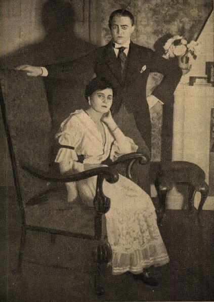 Varsányi Irén (Cecile) - Csortos Gyula (Sándor) a Kék róká-ban (1917) - Forrás: Színházi Élet