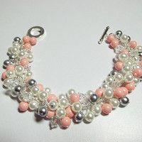 Blanco Coral Gris perla y pulsera de cristal, Joyería de la boda, regalo de la Joyería mamá hermana de dama de honor, Chunky Pulsera, Cockta ...