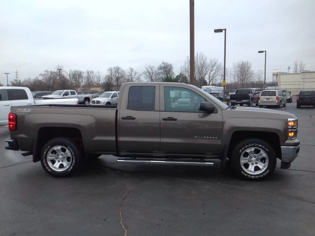 This #Chevy #Silverado 1500 LT Double Cab is known for being big, tough, and assertive. It's the perfect truck if you've got work to do need a vehicle that can stand up to the task. Call our sales team at 866-980-3609 to get the specs on this big bad pickup. (Stock # : 17192P)