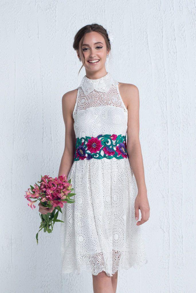 Emma - Vestido curto com bordado floral aplicado na cintura e saia godê. #glam #fashion #cool #ootd #cute #style #trends #aboutalook