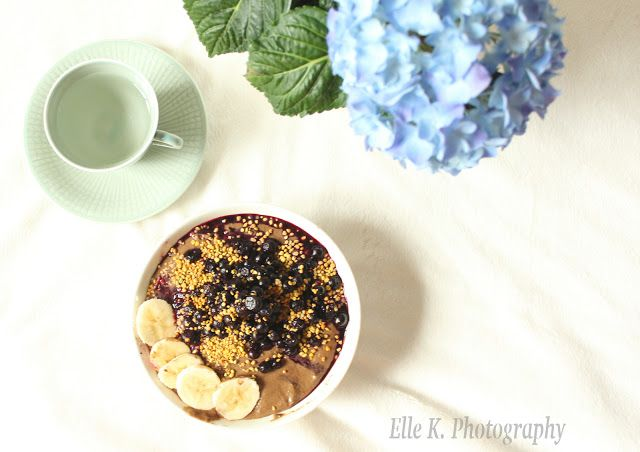 Yummy wholesome & nutritious chocolate bowl, breakfast smoothie stable! Vegan recipe with lots of protein!