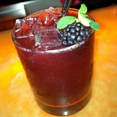 blackberry mint margaritas: Fun Recipes, Margaritas Tasteofhom, Favorite Places, Yummy Drinks, Raspberries Margaritas, Mint Margaritas, Food, Cocktails Friday, As Blackberries
