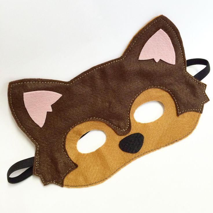 Máscara de Lobo Mau para lembrancinha da festa da Chapeuzinho Vermelho ou Os Três Porquinhos. <br>Confecionada em feltro e costurada com ótimo acabamento. <br> <br>Pode ser feito com outros personagens.