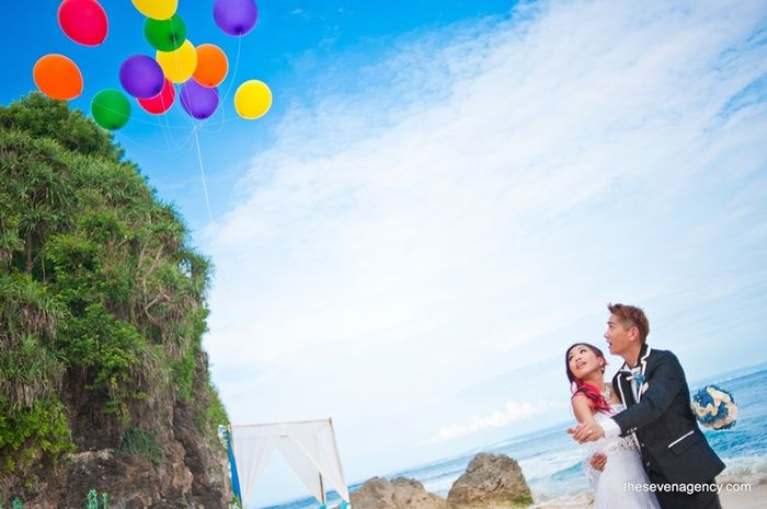 Bali is known as it's magnificent beach wedding.. You will love the clean grass, clear blue sky, clear blue water, all the beach vibes, and of course the perfect venue for party!  #beach #wedding #bali #weddinginbali #BeachWedding                                                                           ‬