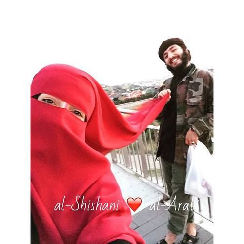 bright red niqab couple pinterest niqab et rouge. Black Bedroom Furniture Sets. Home Design Ideas