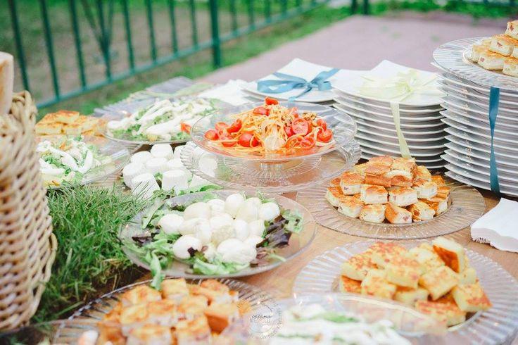 Un ricco buffet di terra per deliziare un evento all'aperto. #buffet #buffetterra #focacce #mozzarella  #mozzarelladop #mozzarellacampana