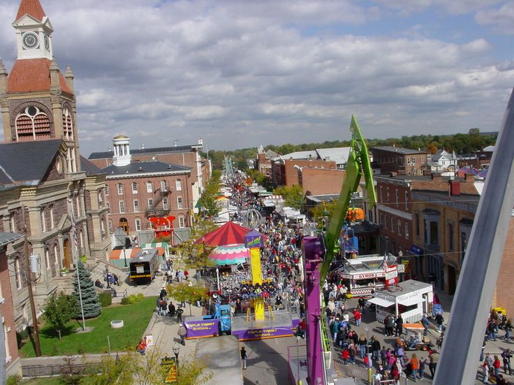 Circleville, OH : Circleville Pumpkin Show from the top of the ferris wheel looking north