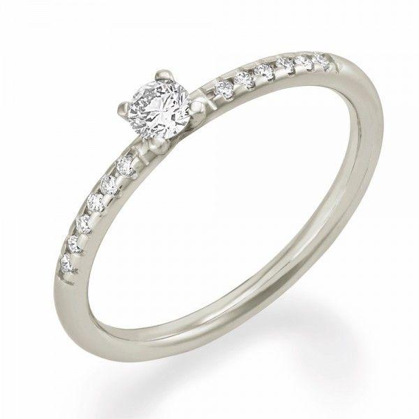 Hauptstein 0,25 Karat und 20 Diamanten á 0,005ct auf der Ringschiene. Dieser Ring ist ein wahrer Hingucker! #love #ring #diamond #forever #partner #yes